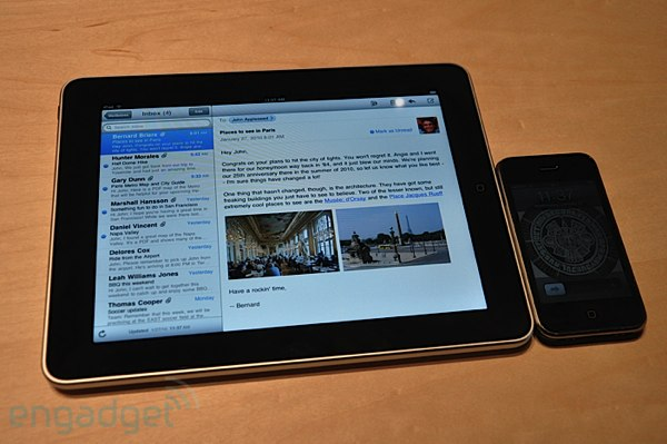 Apple iPad рядом с iPhone