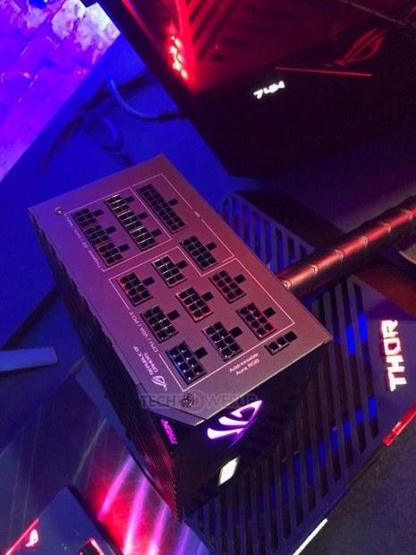 Блок питания Asus Thor 1200. Разъёмы.