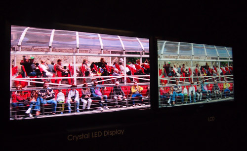 Сравнение Crystal LED Display (слева) и LCD экрана (справа)