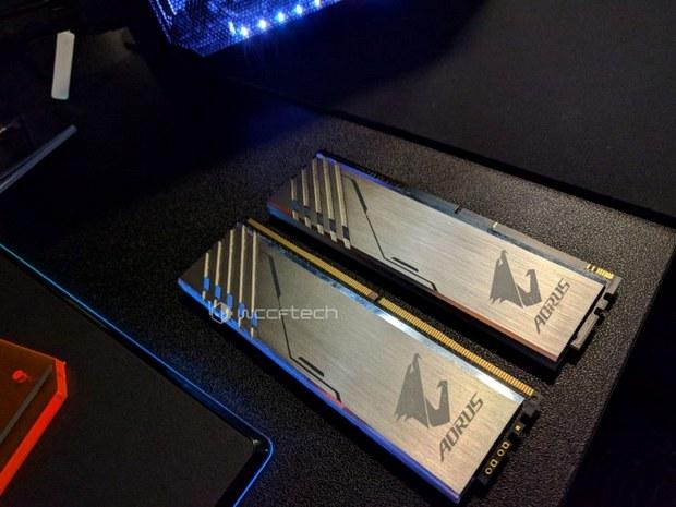Планка памяти DDR4 и муляж Aorus