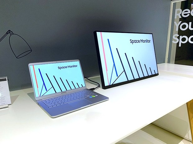 Samsung Space Monitor в положении для работы